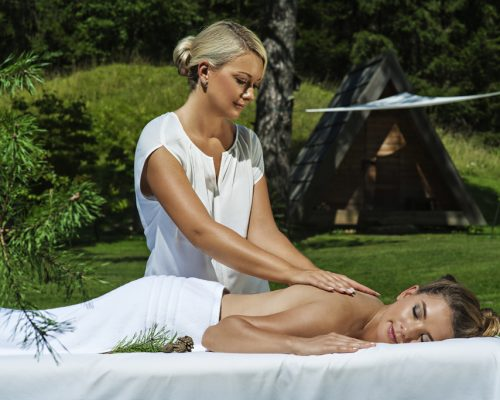 Glamping_massage_alpine_pine_SHB_DD2016_low res